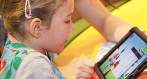 Foto: Mit der neuen Flik Flak App spielerisch die Uhrzeit lernen