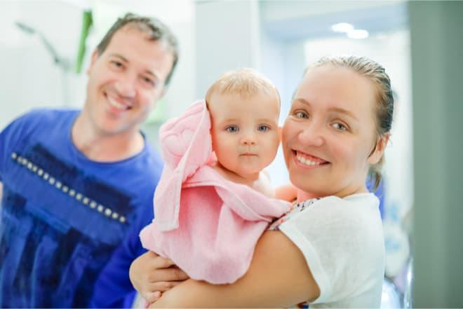 Vierjähriger sperrt Vater und Schwester in Badezimmer ein