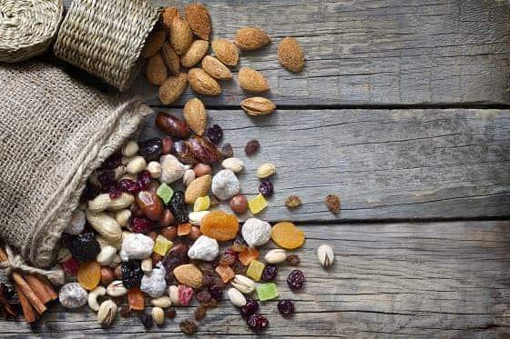 Obst und Nüsse