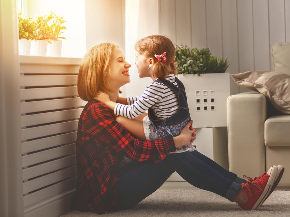 So wichtig sind Streicheleinheiten für Ihr Kind